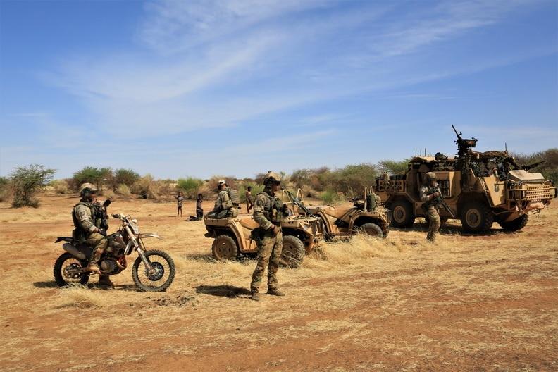 Annoncée à l'origine pour début 2021, la pleine capacité opérationnelle (FOC) de la Task Force Takuba ne sera finalement atteinte qu'à l'été prochain, révèlait le général Stéphane Mille, sous-chef « Opérations » (SCOPS) à l'état-major des armées, le mois dernier en audition parlementaire.
